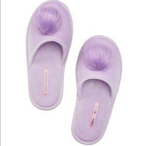 *NWT* Victoria Secret Pom Pom Slippers